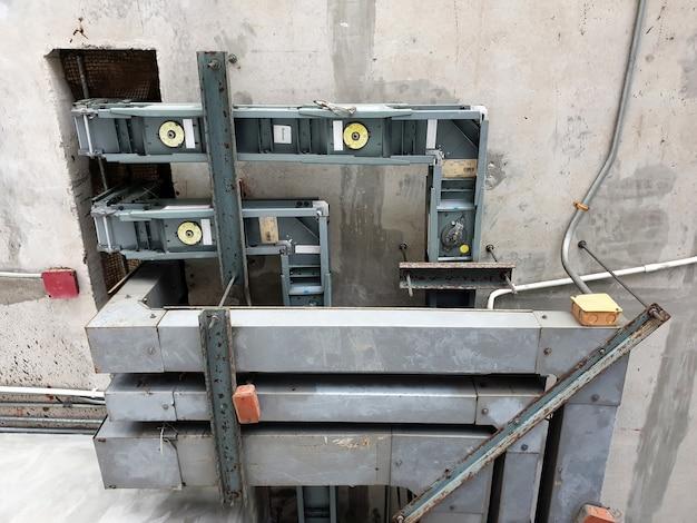 Busway ou busduct électrique basse tension dans une tour de grande hauteur
