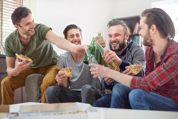 Buvons pour le soir uniquement pour les hommes