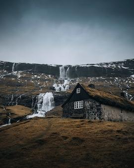Cabane d'herbe à saksun village island, danemark