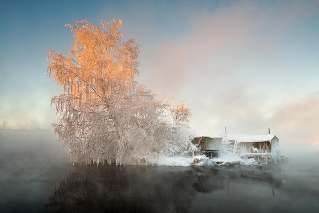 Cabane de pêcheur en hiver