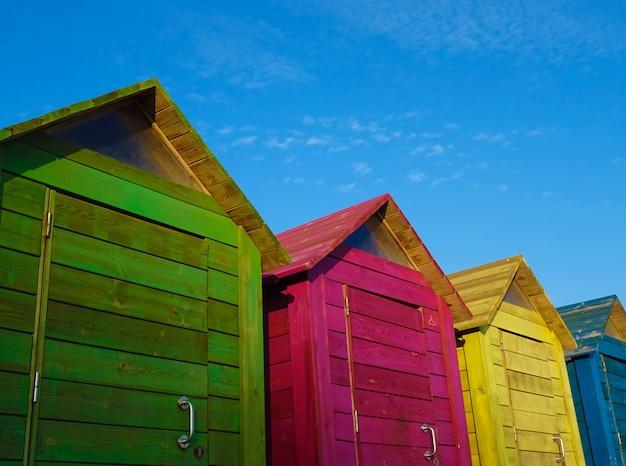 Cabines de plage en été