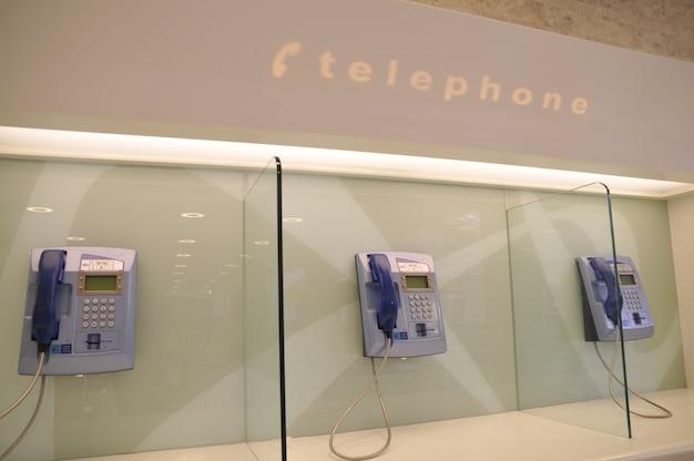 Cabines téléphoniques publiques