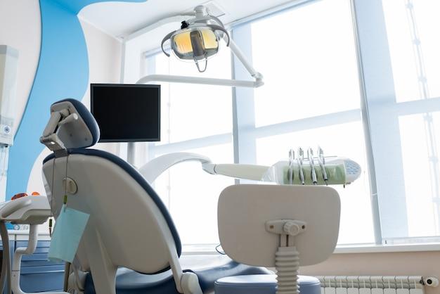 Cabinet de dentiste propre et léger
