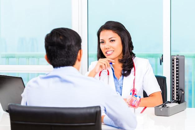 Cabinet de médecin asiatique