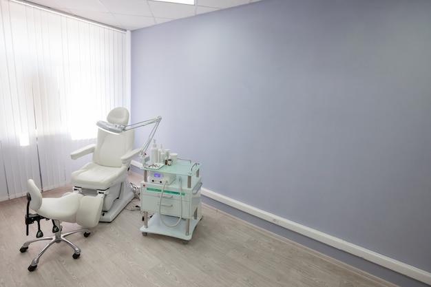 Cabinet médical de docteur en podologie avec chaise