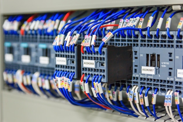 Câblage plc panneau de contrôle avec fils en armoire pour usine industrielle de machine