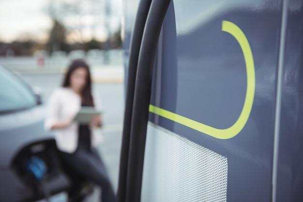 Câble dans un véhicule électrique rechargeable