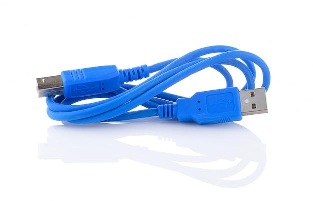 Câble usb isolé sur blanc