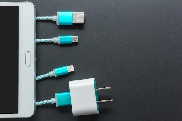 Câbles de charge pour smartphone en vue de dessus