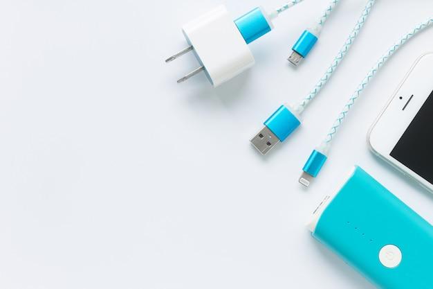 Câbles de charge usb pour smartphone et tablette en vue de dessus