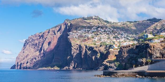Cabo girao est une falaise située le long de la côte sud de l'île de madère, au portugal