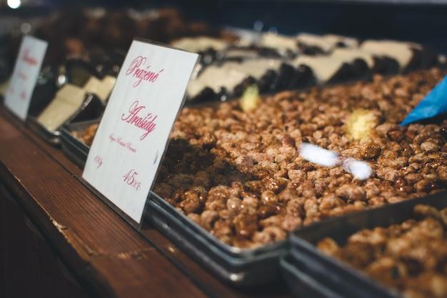 Cacahuète enrobée de sucre rôti