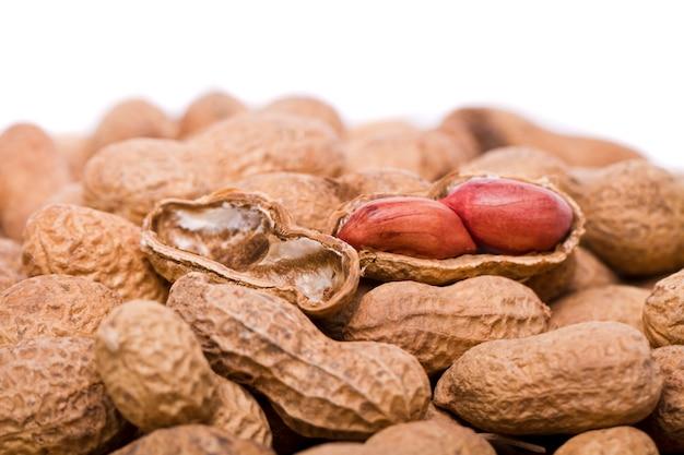 Cacahuètes sur blanc
