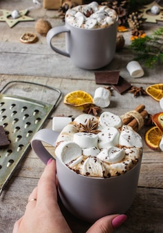 Cacao chaud aux guimauves. fond de noël boissons