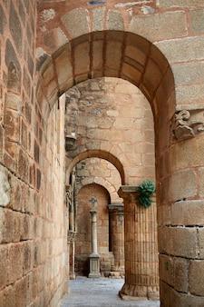 Caceres église de santiago en espagne