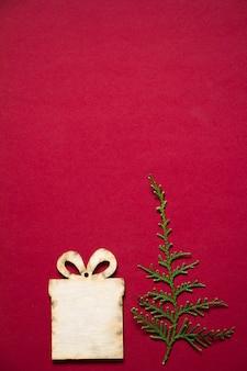 Cadeau et branche en bois