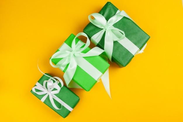 Cadeau cadeau coloré décoré