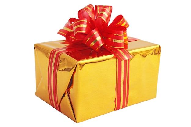 Cadeau dans une boîte dorée avec l'arc rouge
