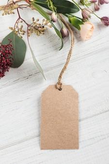 Cadeau et étiquette fabriqués à la main