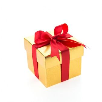 Cadeau jaune avec une cravate rouge