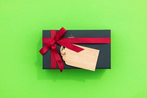 Cadeau mignon simpliste avec étiquette