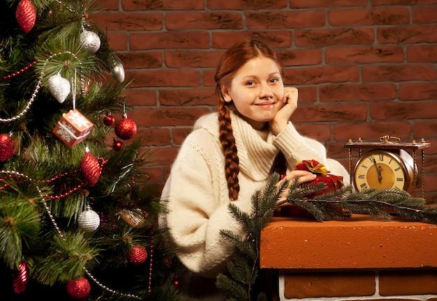 Cadeau de noel, jeune femme