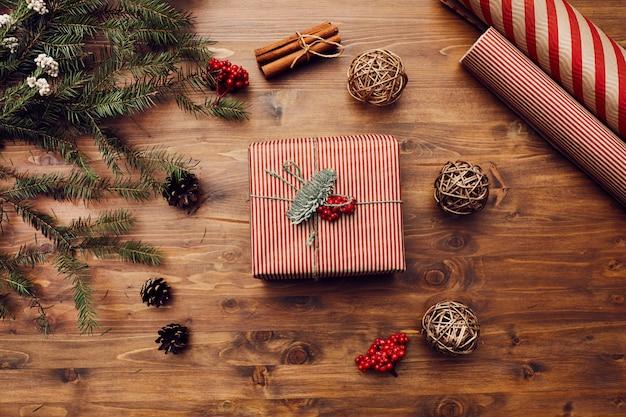 Cadeau de noël sur la table