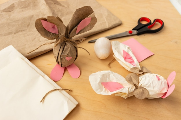 Cadeau oeufs de pâques en papier kraft marron en forme de lapin