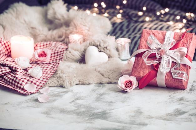 Cadeau de saint valentin sur une table en bois