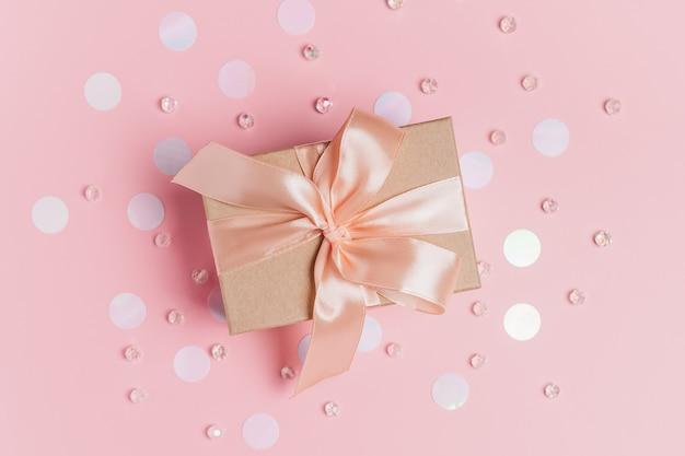 Cadeaux avec arc et ruban