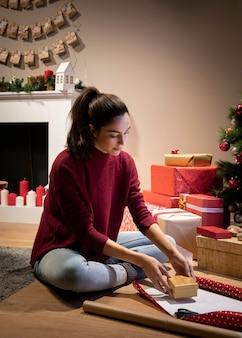 Cadeaux d'emballage d'intérieur féminins à angle élevé