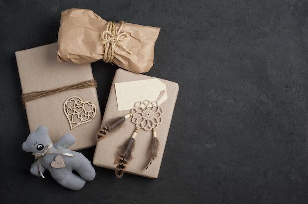 Cadeaux de noël sur béton