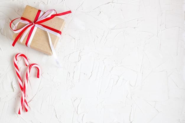 Cadeaux de noël et cannes à sucre