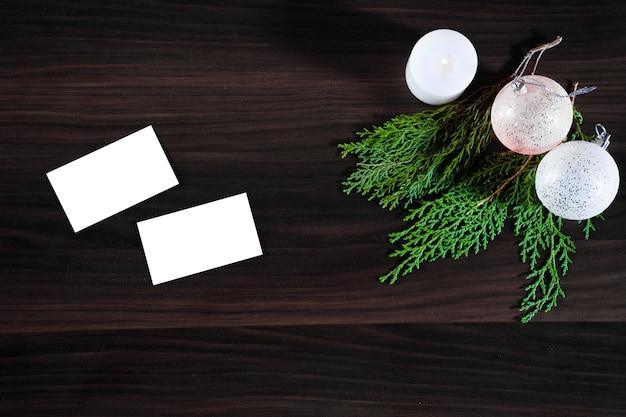 Cadeaux de noël et du nouvel an, plat poser fond avec espace copie. vue de dessus