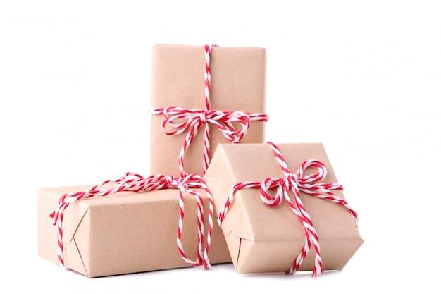 Cadeaux de noël, isolé sur fond blanc