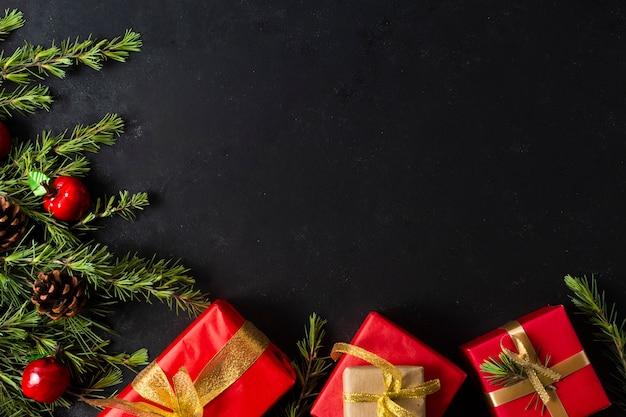 Cadeaux de noël plats poser avec espace de copie