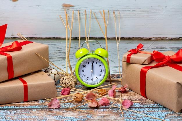 Cadeaux de noël prêts à ouvrir le jour de noël à 12 heures