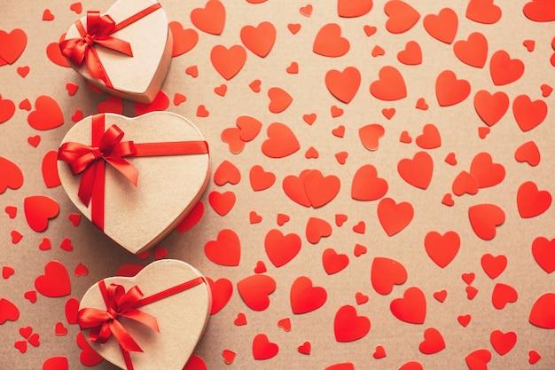 Cadeaux pour les amoureux le jour de la saint-valentin.