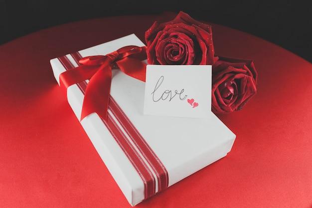 Cadeaux et roses valentines