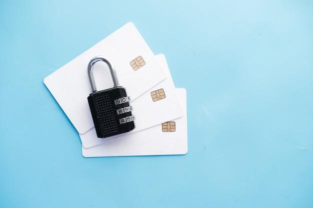 Cadenas sur le concept de sécurité des informations de confidentialité des données internet de carte de crédit