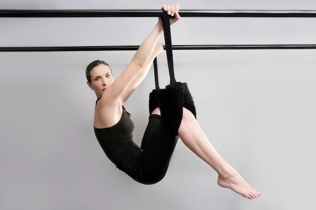 Cadillac pilates sport femme instructeur de gym fitness