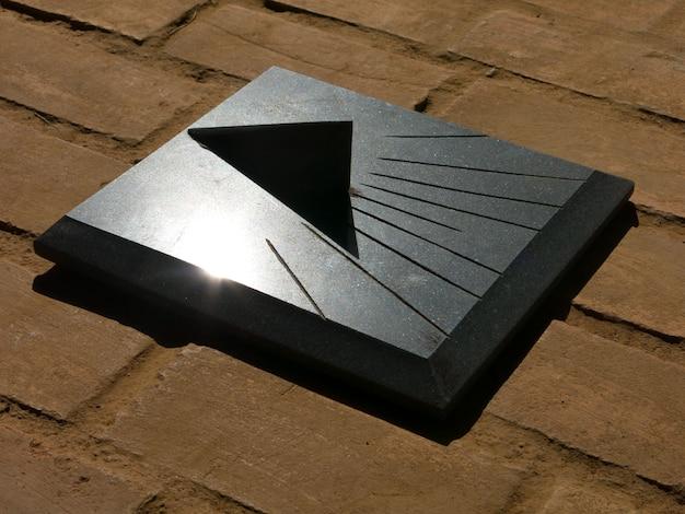 Cadran solaire en granit