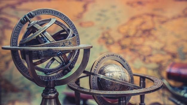 Cadran solaire en laiton avec signes du zodiaque