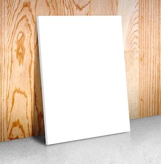 Cadre d'affiche blanche vierge au sol en béton et mur en bois
