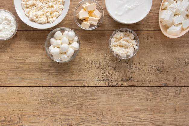 Cadre alimentaire avec des produits laitiers