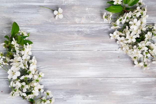 Cadre angulaire de fleurs