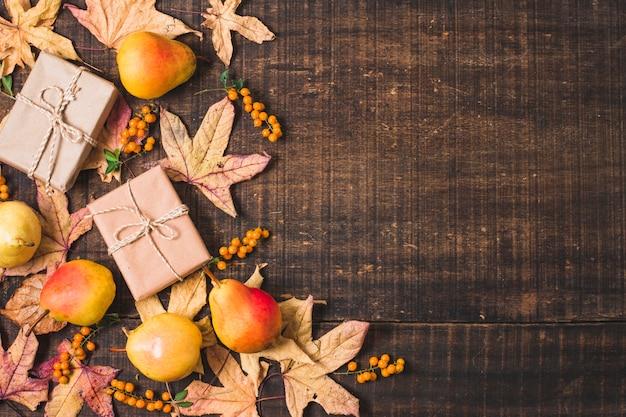 Cadre automne doré avec fond en bois