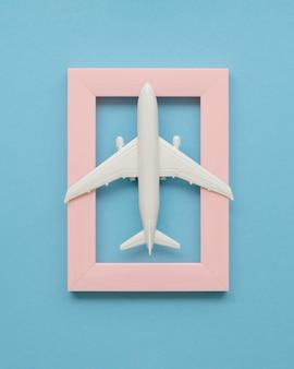 Cadre avec avion sur le dessus