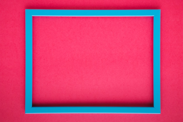Cadre bleu sur fond rose