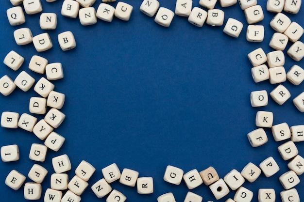Cadre de blocs de lettre en bois